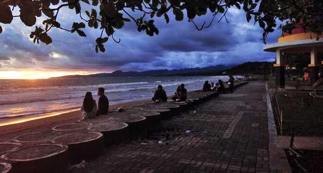 Berburu Potret Sunset di Pantai Citepus Sukabumi