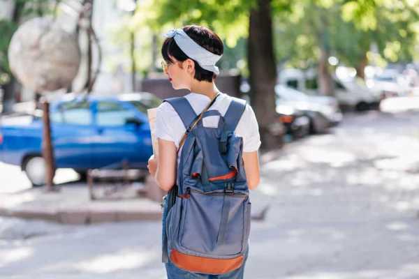 Seberapa Besar Efek Bawa Tas Berat Setiap Hari Bagi Kesehatan?
