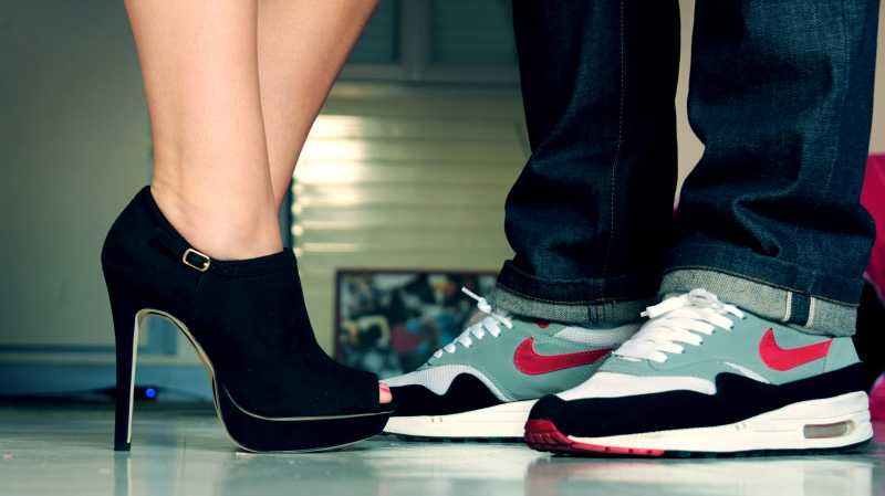 Studi: Cewek Lebih Memilih Sneaker daripada High Heels