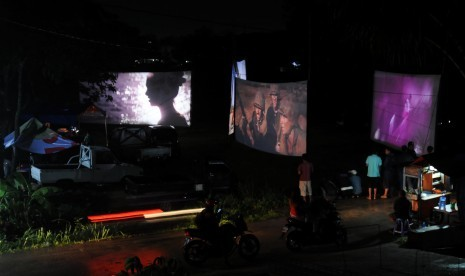 Mengenang Bioskop Keliling yang Semakin Pudar