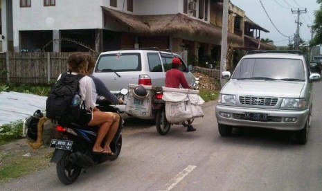 Turis Kian Mudah Sewa Motor di Bali