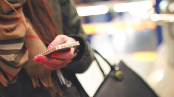 Tatap Layar Ponsel 20 Jam, Seorang Perempuan Alami Darah Beku di Otak