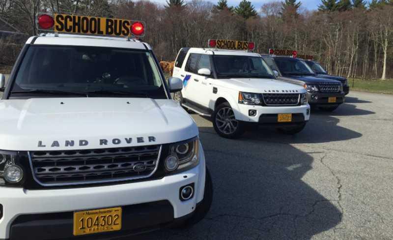 Layanan Antar-Jemput Sekolah Pakai Land Rover
