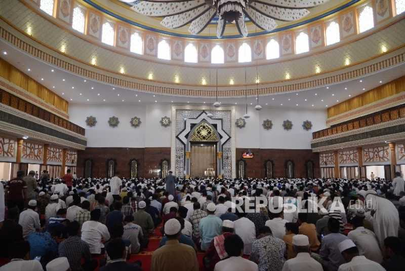 Sensasi Shalat Tarawih Masjidil Haram di Lombok