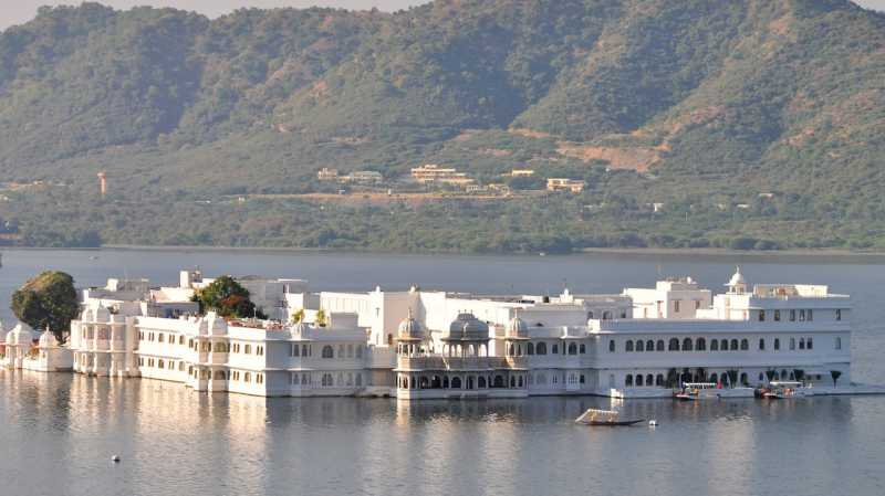 Taj Lake Palace, Hotel Mewah bak Istana di Tengah Danau Pichola, India