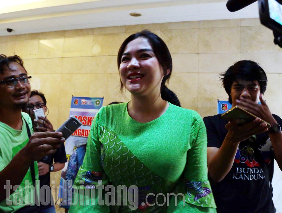 Cantik Memesona di Acara Ngunduh Mantu, Vicky Shu Kembali Tuai Pujian