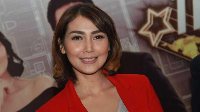 Mundur sebagai Presenter Gosip, Fenita Arie Resmi Berhijrah