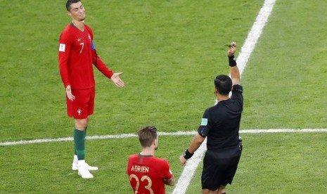 Sikut Pemain Iran, Ronaldo Lolos dari Hukuman Kartu Merah