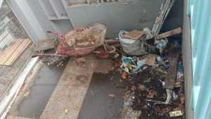 Skywalk Cihampelas Kini: Tanaman Rusak, Sampah Berserakan