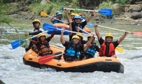 Serunya Arung Jeram di Sungai Elo