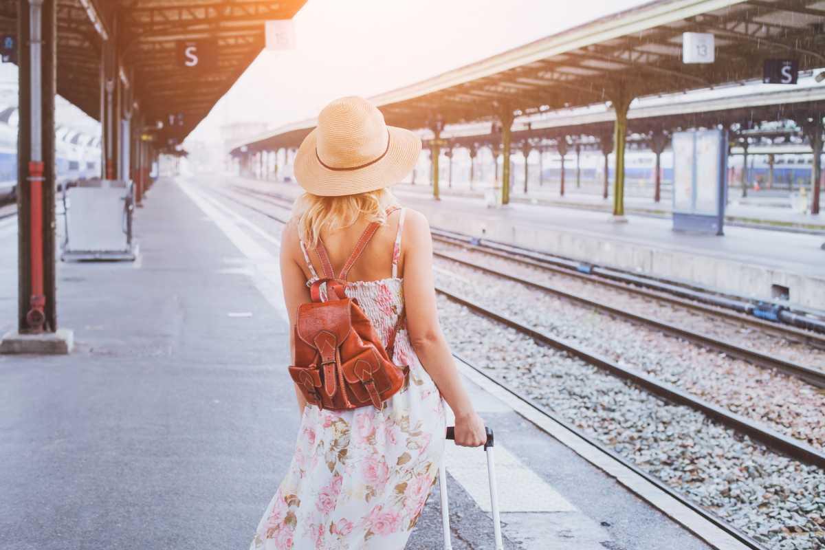 4 Barang yang Dibutuhkan Saat Traveling Naik Kereta Api