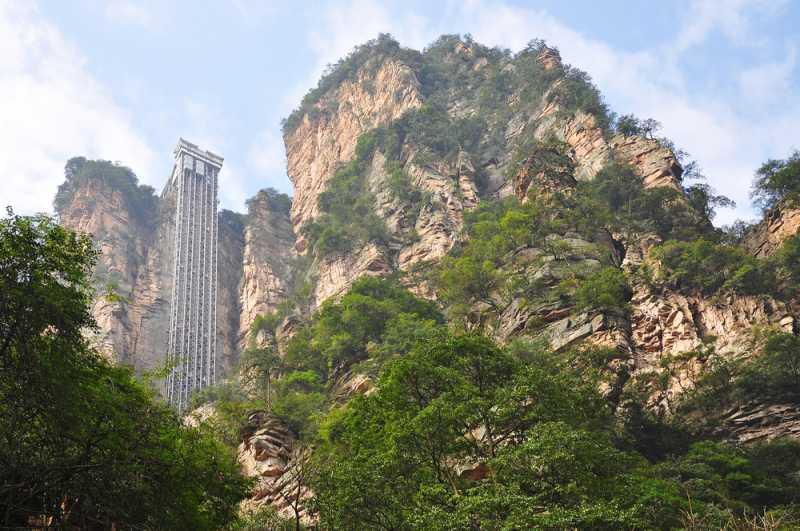 China Punya Lift Outdoor Tertinggi di Dunia, Berani Coba?