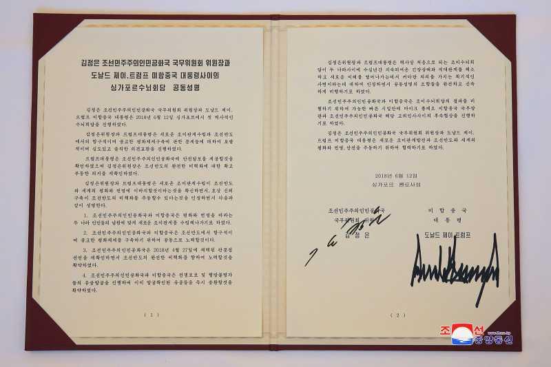 Saat Ahli Grafologi Memaknai Tanda Tangan Trump dan Kim
