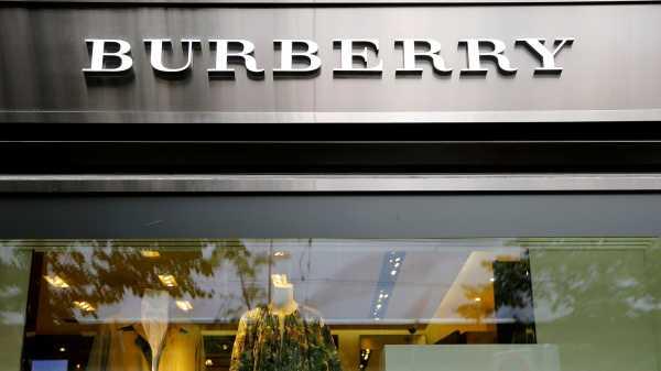 Burberry Bakar Produk-produk Tidak Laku Senilai Rp 500 Miliar