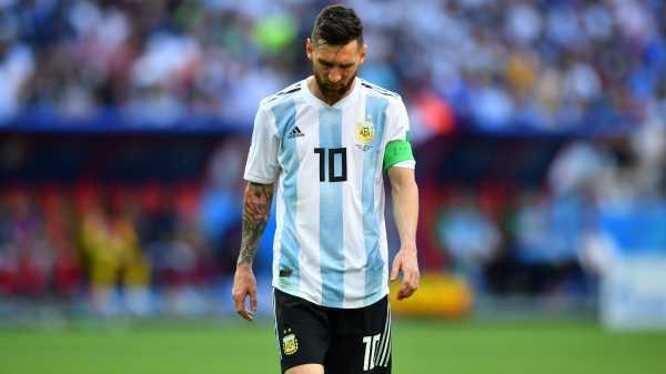 Tak Hanya Ivan Carlos, Lionel Messi Juga Pernah Meludahi Lawannya