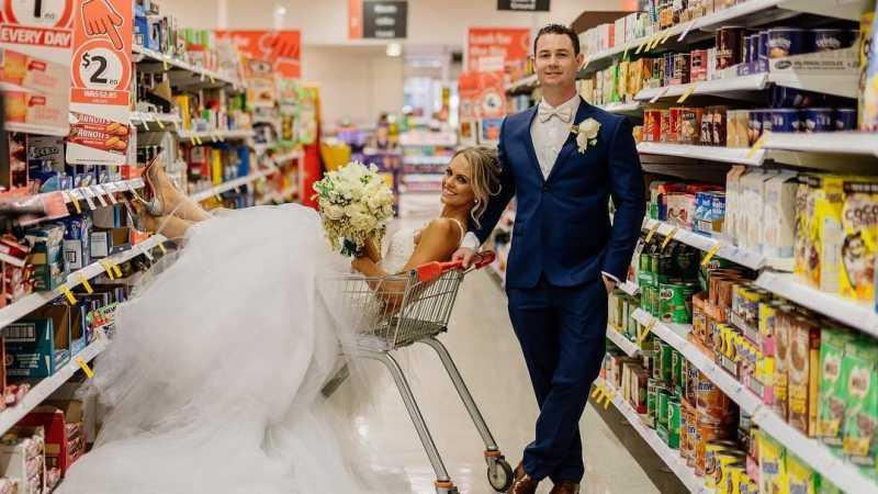 Aksi Unik Pengantin Pilih Lokasi Foto Pernikahan di Supermarket