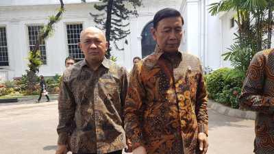 Menkopolhukam Wiranto Tertawa Saat Salah Masuk Mobil di Istana