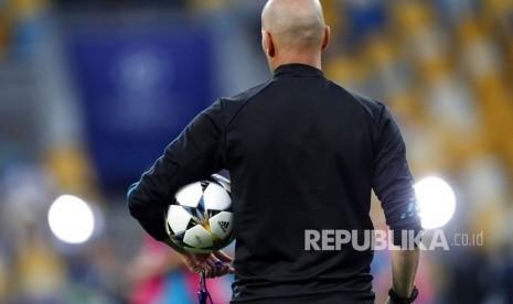 Meraba Alasan Sebenarnya Zidane Mundur dari Real Madrid